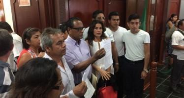 Chetumaleños se manifiestan en el Congreso local
