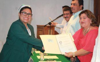 CONALEP entrega cédulas y títulos profesionales a egresados